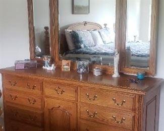 Jamestown Sterling Solid Oak Ladies Dresser w/ Triple Mirror