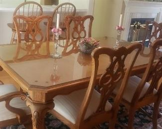 Thomasville Solid Oak Dining Table w/ Custom Glass Top w/ 2 Leaves and 6 Chairs w/ Ivory Upholstered Seats