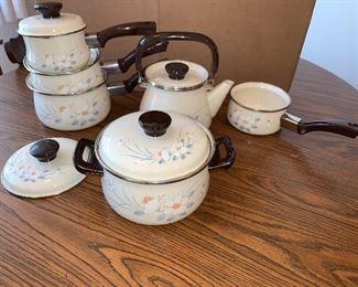 Set Water Colors Pots and Pans $24.00