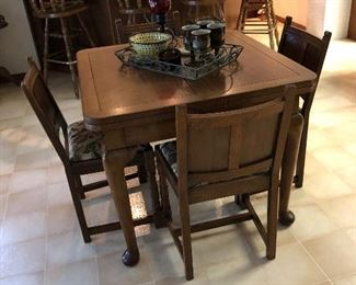 Draw leaf pub table with 4 chairs