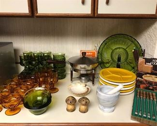 Lots of great vintage kitchen items