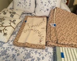 Good selection of linens
