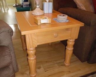 Broyhill End Table with Drawer