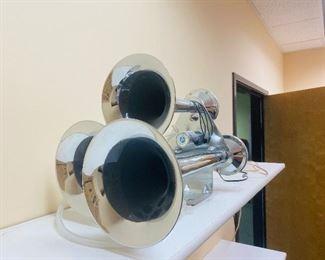 Truck air horn