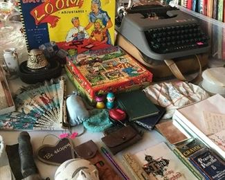 Davis loom Vintage type writer