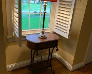 Lamp and lamp table
