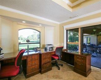 2 desk sets