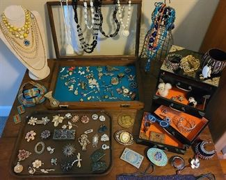 over 1000 pieces of costume jewelry