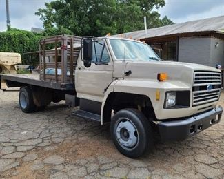 '92 FORD F600 FLAT BED TRUCK - FRESH PAINT!