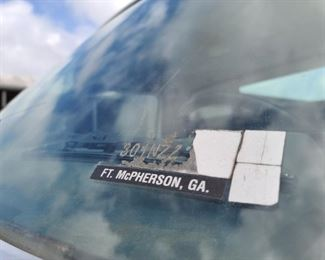 '92 FORD F600 WINDSHIELD - FT. MCPHERSON, GA MILITARY SPEC VEHICLE!