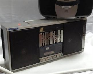 https://connect.invaluable.com/randr/auction-lot/pioneer-sk550-boombox-venturer-cd-player_A34428B89C