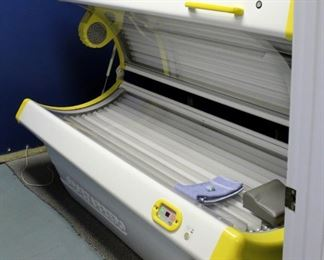 """Sportarredo Holiday 45 Level 3 Tanning Bed With 32 Bulbs, Powers On, Bulbs Replaced In January 2020, 37"""" x 82"""" x 36"""""""