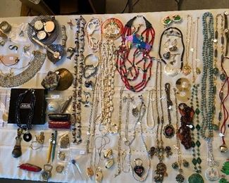 Costume jewelry and trinkets.