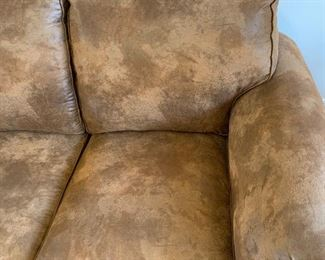 Broyhill Rustic Faux Leather/Suede Nailhead  Loveseat Sofa/Couch	37x68x38in	HxWxD