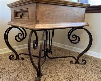 Mexican Rustic Scroll Iron Leg End Table	24x27x27in	HxWxD