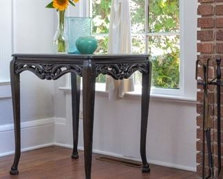 Oak table. North wind carving. Carved feet
