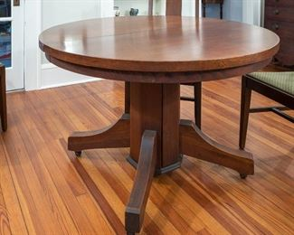 Oak Arts and Crafts Era table and 5 chairs. It comes with three leaves. The top is in pristine condition.