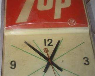 VINTAGE 7-UP WALL CLOCK