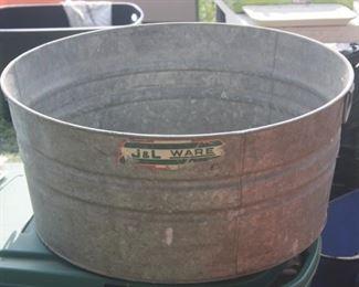 LARGE GALVANIZE WASH TUB