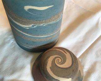 Niloak swirl two piece container