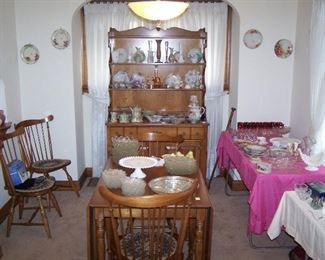 MAPLE DROP-LEAF/ 4 CHAIRS/ OPEN HUTCH, HP CHINA & GLASSWARE