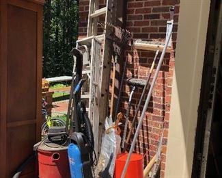 Tools/garage items