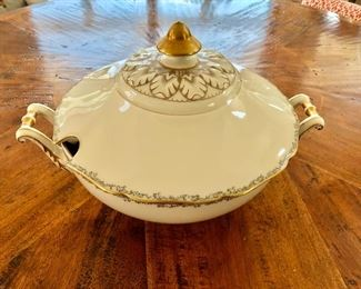 $45 Soup Tureen Hutschenreuther , Hohenberg Germany Soup Tureen