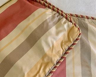 """$40 Set of 2 Kellogg Collection pillow case covers  20"""" by 19"""" - AS IS"""