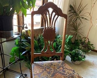 Stunning Antique dining table w/1 leaf, pads and 6 chairs- 1 arm chair and 4 side chairs  and Matching side board