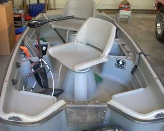 Bass Tender 10.2 with battery, trolling motor, life jackets and paddles