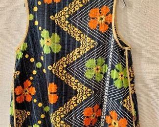 Detail: back view. Reversible quilted cotton vest. Estimated size XL/XXL