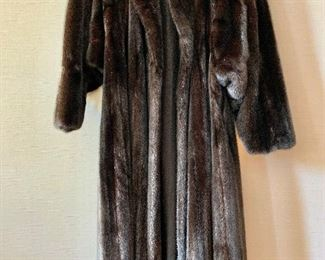 $1800 DeCor Furs by Morgenstien-Hammer full length mink coat.  Estimated size 1X/2X.