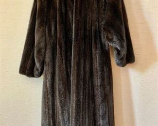 Detail:  Back view.  DeCor Furs by Morgenstien-Hammer full length mink coat.  Estimated size 1X/2X.