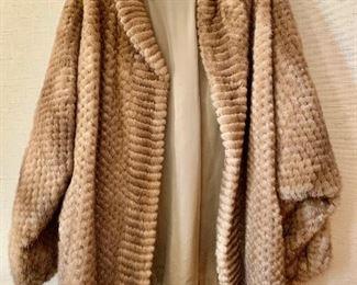 $400 Hillis of Aspen pleated mink short coat - size XL