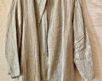 $40 - Eileen Fisher pleated silk and acrylic fabric blazer. Size 3X.