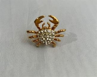 $10 Crab lapel pin