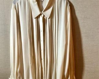 $30 - Oscar de la Renta French cuff cream blouse. Size 22.