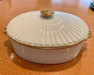 "$40 - Vintage Golden Heirloom oval ovenware covered casserole dish. 13""L x 5.5""H"