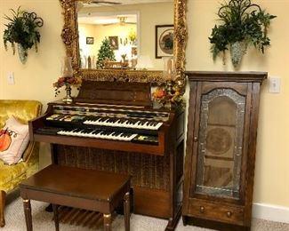Thomas  Californian 2674 organ, wall cabinet, large gold mirror