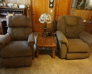 recliners, end table lamp