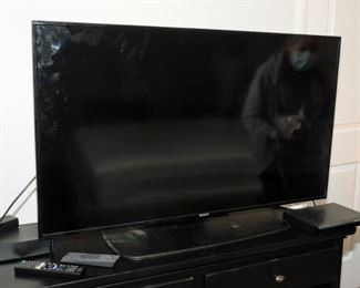 1 1/2 YEAR OLD SONY SMART HD TELEVISION WITH ORIGINAL VOICE REMOTE