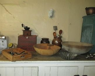 wooden bowls & country primitives
