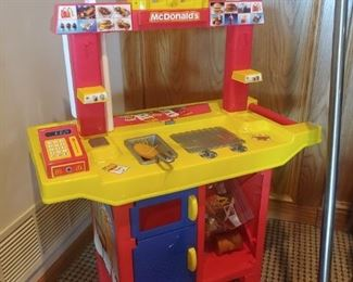 RAR 2002 BY MCI...MCDONALDS INCORPORATED.  DRIVE THRU PLAY SET.   MISSING A FEW PIECES