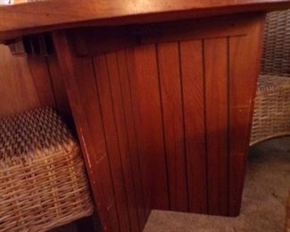 closeup of the legs of the Lane mid = century table, has 2 leaves