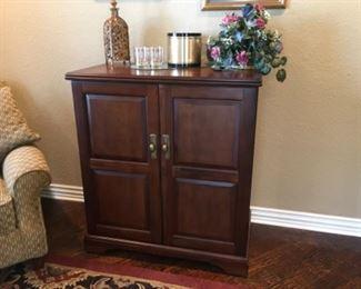 Howard Miller Bar Wine Liquor cabinet