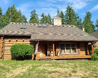 custom Montana log home overall view