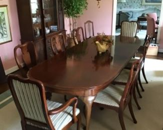 Hickory Chair Dining Table with 8 Chairs