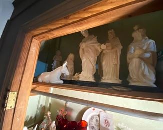"nativity set 11"" alabaster made in italy - 6 or 7 figures - impressive -"