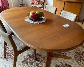 MID CENTURY MODETN Mid Teak Dining Table with 6 Chairs and two leaves