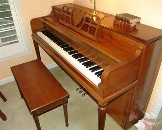 Upright piano in mahogany cabinet